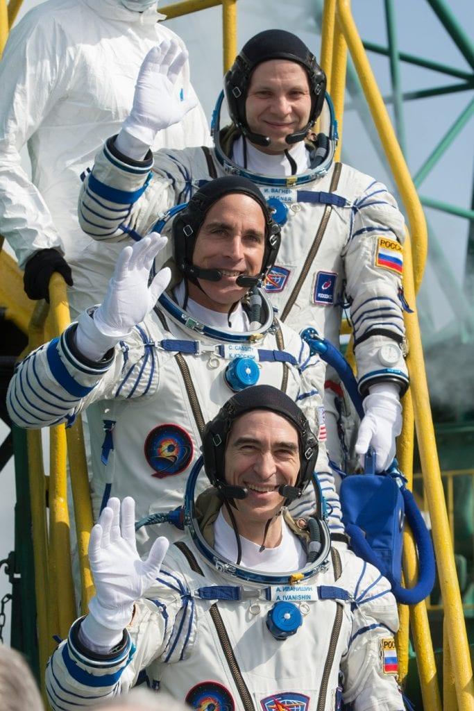 Roscosmos'tan Ivan Vagner ve Anatoly Ivanishin, NASA astronotu Chris Cassidy Kazakistan'daki Baikonur Kozmodromu'ndaki Site 31'deki Soyuz MS-16 roketiyle 6.5 saatlik bir yolculuğa çıktılar. Kaynak: NASA